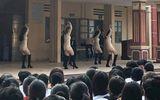 Màn biểu diễn văn nghệ tại trường học gây sốc vì phản cảm