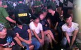 Cảnh sát bất ngờ ập vào quán bar, cả trăm thanh niên tìm cách thoát thân