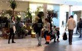 Lộ thêm ảnh cựu Thủ tướng Thái Lan Yingluck mua sắm ở Anh