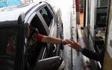 Trả phí BOT Cầu Rác bằng tiền xu, tài xế bị nhân viên từ chối bán vé
