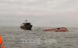 Tàu hàng đâm chìm tàu cá rồi bỏ chạy, 15 thuyền viên rơi xuống biển