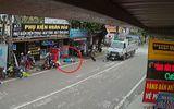 Clip: Ôtô tải tông văng người điều khiển xe máy hàng chục mét