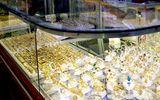 Người dân vây bắt tên cướp tiệm vàng