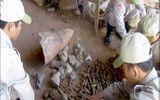 Chủ cơ sở phế liệu giao nộp hàng trăm đầu đạn pháo và đuôi bom
