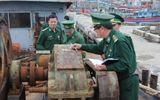 Sà lan dùng xây công trình nghi của Trung Quốc trôi dạt trên biển
