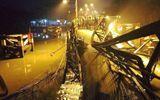 Hiện trường vụ sập cầu ở Sài Gòn, ô tô và xe máy rơi xuống sông