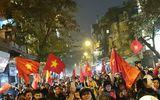 Tin tức - Cổ động viên đổ ra đường ăn mừng sau chiến thắng của U23 Việt Nam
