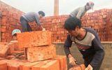 Nhà máy trả lương cho công nhân bằng gần 300.000 viên gạch