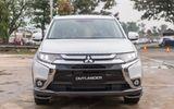 """Mitsubishi Outlander giảm """"sốc"""" 200 triệu, Isuzu xuống giá thêm 114 triệu"""