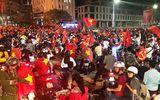 Tuyển U23 và tình yêu bóng đá của Việt Nam khiến dư luận quốc tế ngưỡng mộ