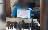 Người đàn ông bị bắt cùng 10 bánh heroin, 4 khẩu súng