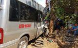 Tránh xe đạp điện, xe khách gây tai nạn liên hoàn