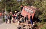 Xe khách tông xe tải khiến 5 người thương vong
