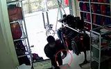 Video: Lẻn vào cửa hàng trộm điện thoại siêu nhanh