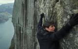 """18 năm kể từ phần phim đầu tiên, Tom Cruise vẫn """"bất khả chiến bại"""""""