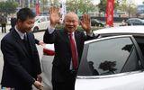 HLV Park Hang Seo về nước trên ô tô được tặng