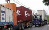 TP Hồ Chí Minh: Xe tải bẹp dúm sau khi