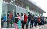 Đà Nẵng: Xếp hàng dài trước cây ATM chờ rút tiền