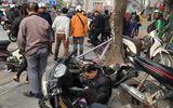 Xe Camry gây tai nạn liên hoàn trên phố Hà Nội chiều 28 Tết