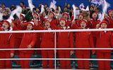 Video: Màn cổ vũ tập thể có một không hai của Triều Tiên tại Olympic 2018
