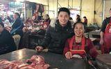 Trung vệ Tiến Dũng phụ mẹ bán thịt heo khiến cả khu chợ nhộn nhịp