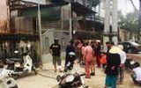 Xe máy kẹp giữa 2 ô tô, gần chục người bị thương