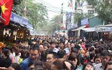 Hàng vạn người chen chân dâng hương tại Phủ Tây Hồ