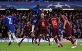 Tin tức - Barcelona may mắn hòa Chelsea trên đất Anh nhờ bàn thắng lịch sử của Messi
