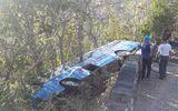 Xe khách 52 chỗ chở người đi lễ chùa gặp nạn, lao xuống vực