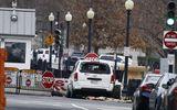 Tin thế giới - Nhà Trắng báo động do bị xe bán tải phá hàng rào an ninh