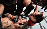 Clip: UFC vinh danh võ sĩ gãy chân vẫn giành chiến thắng