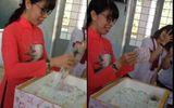"""Hồi hộp với màn bóc quà """"khủng"""" của học sinh lầy lội tặng cô giáo ngày 8/3"""