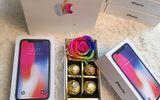 """Chị em """"ngất ngây"""" vì được tặng """"iPhone X"""" trong ngày Quốc tế Phụ nữ 8/3"""