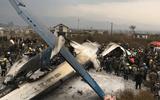 Máy bay chở 71 người bốc cháy kinh hoàng, ít nhất 39 người thiệt mạng