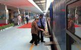 """Đường sắt """"tung chiêu"""" giảm giá 50% hút khách trong mùa du lịch"""