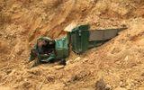 Tin tức - Xe tải méo mó vì bị đất lở đè bẹp, tài xế tử vong tại chỗ