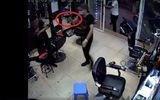 Tin tức - Hà Nội: Điều tra nghi án nổ súng tại quán cắt tóc, 1 người bị thương