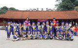 Giáo dục - Hướng nghiệp - Ngộ nghĩnh các bé mầm non mặc áo cử nhân nhận bằng tốt nghiệp tại Văn Miếu