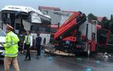 Ô tô khách đâm xe chữa cháy: Tài xế xe khách không thể tránh được tai nạn