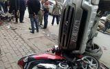 Clip: Kinh hoàng ô tô mất lái tông nát hàng loạt xe máy
