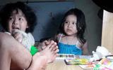 Biểu cảm siêu đáng yêu của hai cô bé khi thấy bố bị thương