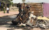 Xe container đâm dải phân cách rồi bốc cháy, 2 người bị thiêu chết