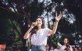 Nữ sinh trường nhạc thả dáng, khoe giọng giữa phố hút bao ánh nhìn