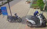 """Video: Tên trộm """"cuỗm"""" xe máy trong 10 giây"""