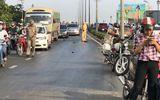 Tin tức - Giải cứu dòng xe bị nạn do vệt nhớt dài 200m tại dốc cầu Ông Lãnh