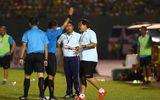 Tin tức - HLV Trần Minh Chiến bị cấm chỉ đạo hai trận ở V-League vì phản ứng trọng tài