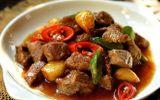 Tin tức - Món ngon bữa tối: Quên thịt bò xào thập cẩm đi, thịt bò rim tỏi ớt đậm đà hơn nhiều