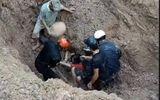 Tin tức - Gần trăm người đào bới, cứu sống đôi vợ chồng bị vùi dưới hố sâu 2m