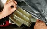 Cảnh sát mật phục bắt người đàn ông vận chuyển 20 bánh heroin trên ôtô