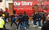 Quá kích động, hai fan Roma đánh chấn thương sọ não CĐV Liverpool